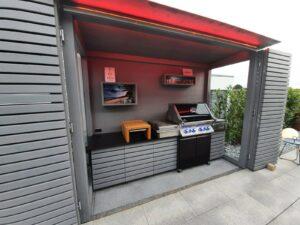 Außenküche mit integrierte LED-Beleuchtung mit Farbwechsel und APP-Steuerung